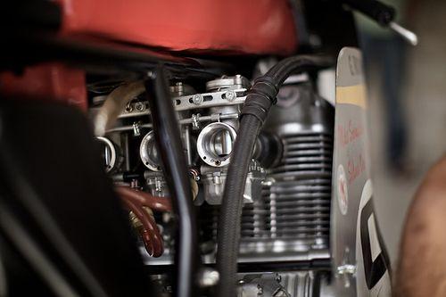 Honda-750-carbs